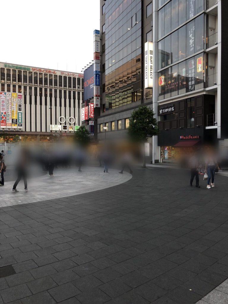 南口駅前広場の画像